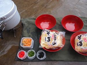 ピライサーラの滝ツアーの昼食 島そば