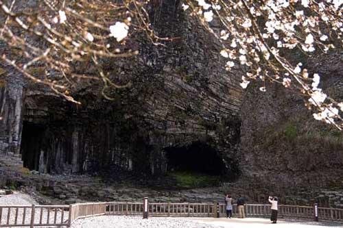 玄武洞(城崎温泉の観光スポット)