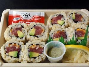 マグロとアボガドの巻きを購入。今回のハワイ旅行の中で貴重な日本食