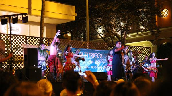 ハワイアンダンスショー スパムジャムにて
