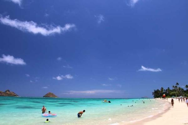 ラニカイビーチは、小さな子供連れのファミリーから大人まで楽しむことができます