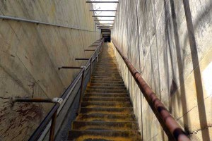 ダイヤモンドヘッド 急勾配の階段(99段)