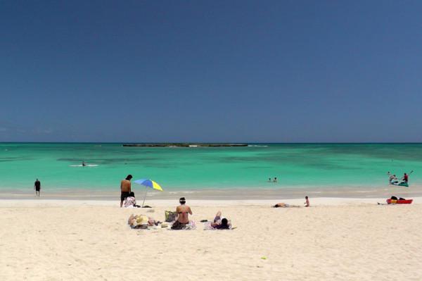 カイルアビーチの東端では、目の前にポポイア島(フラットアイランド)を望むことができます