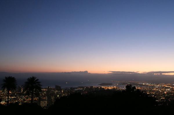 展望台から西側の方を見ると真珠湾が遠くに見えます。