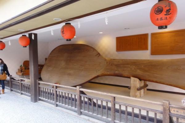 世界一の大杓子 宮島表参道商店街