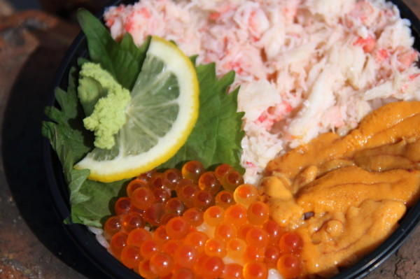 海鮮丼ぶり:かに、うに、いくらの3色丼(¥1000円)
