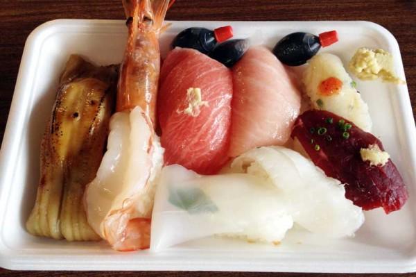 まぐろ問屋のお寿司(唐戸市場)
