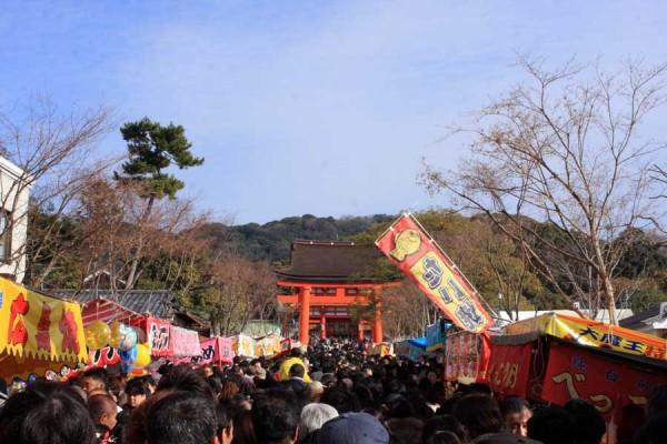 伏見稲荷大社 2014年1月3日の午前の様子(人多すぎます)