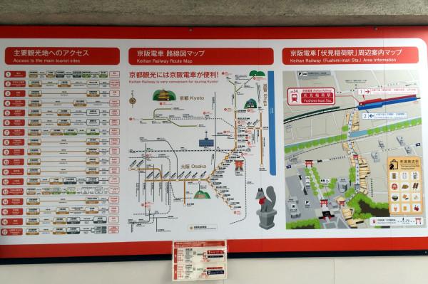 外国人観光客向けにアクセスや地図などが英語併記で掲示されています
