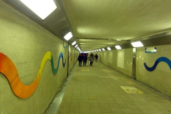 梅田スカイビルへの地下道