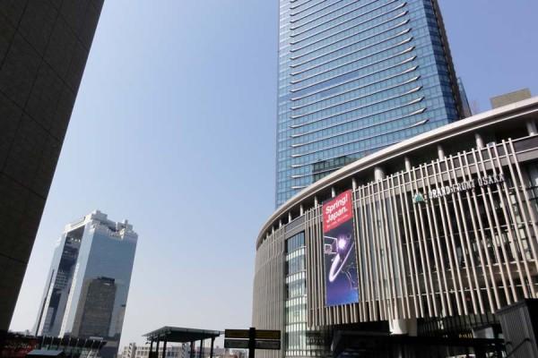 梅田スイカビルは、大阪駅から近く歩いて10分程度で行くことができます。
