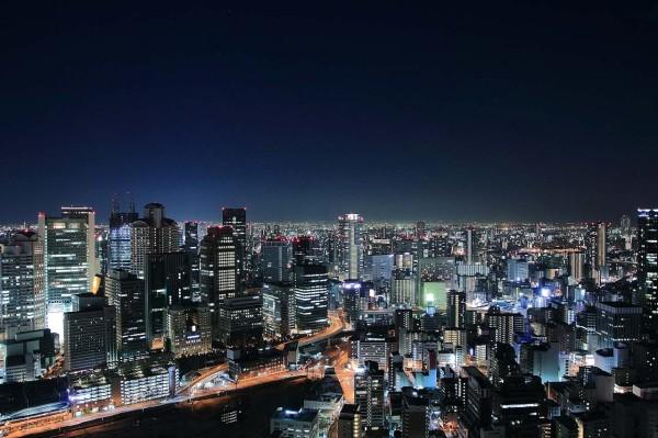 梅田スカイビル「夜景100選」にも選ばれた美しい夜景をの輝きを堪能できます