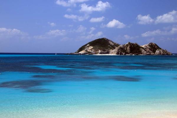 阿波連ビーチ(あはれんビーチ) ハナリ島
