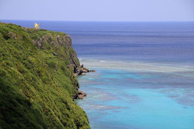 三角点の断崖絶壁の北側には「ふなうさぎバナタ」も見ることができます。