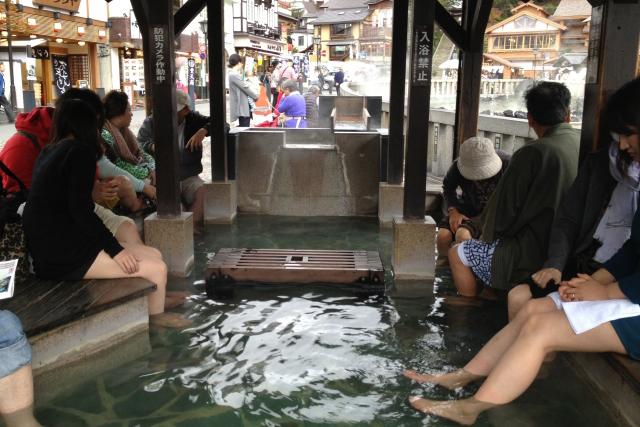 草津温泉で足湯