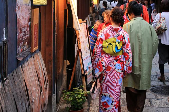 京都では、カップルで着物