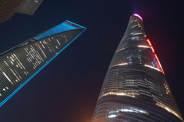 上海タワー(右側)、上海環球金融中心(左側)