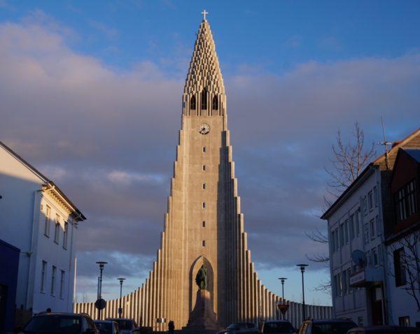 レイキャビク市内 ハットルグリムス教会