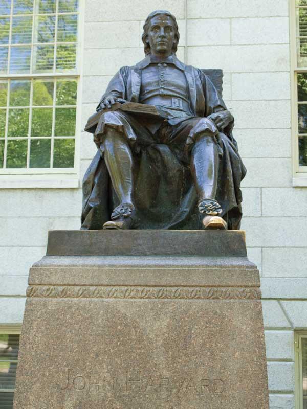 ジョンハーバードの銅像
