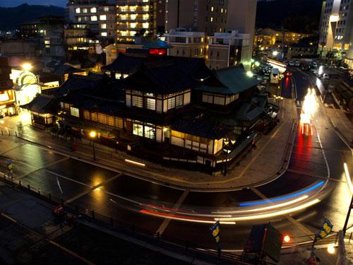 道後温泉本館の夜景