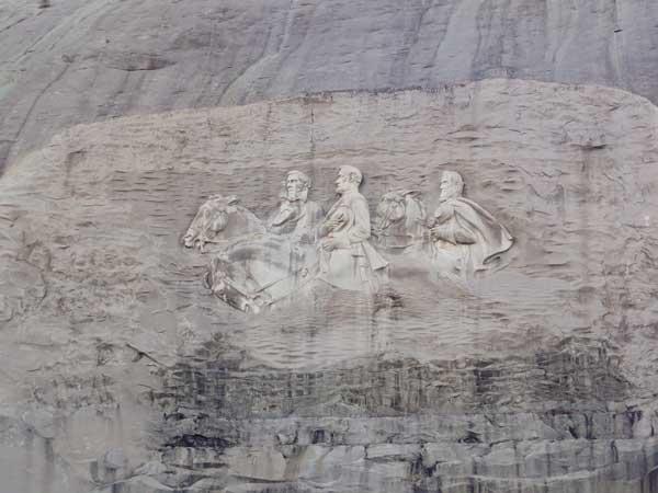 ストーンマウンテン(Stone Mountain) ジェファーソン・デイヴィス、ロバート・E・リー、ストーンウォール・ジャクソンのレリーフ